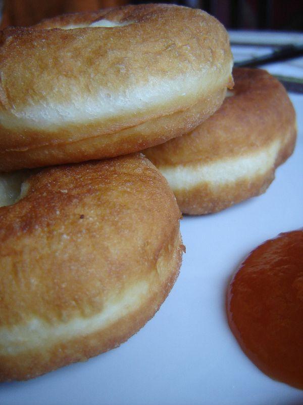 Nemrég mondta egy ismerősöm, hogy fánkot szeretne sütni, tudok-e jó receptet - és már irányítottam volna a blogra, amikor rádöbbentem, hogy nem is...