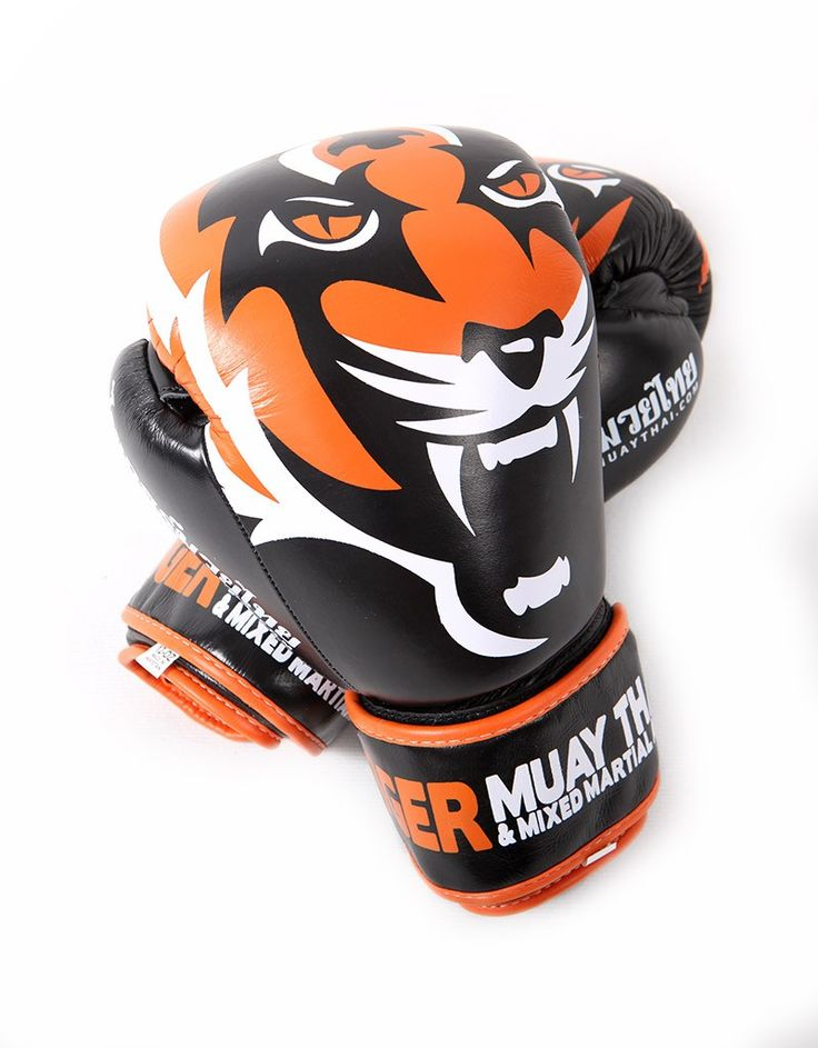 Muay Thai Gloves from the Tiger Muay Thai Signature Serie in Black and Orange.