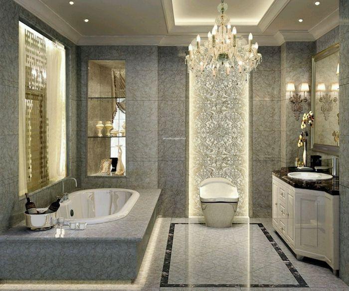 Bäder ideen luxuriöses bad in grau mit marmorfliesen und kronleuchter aus kristall