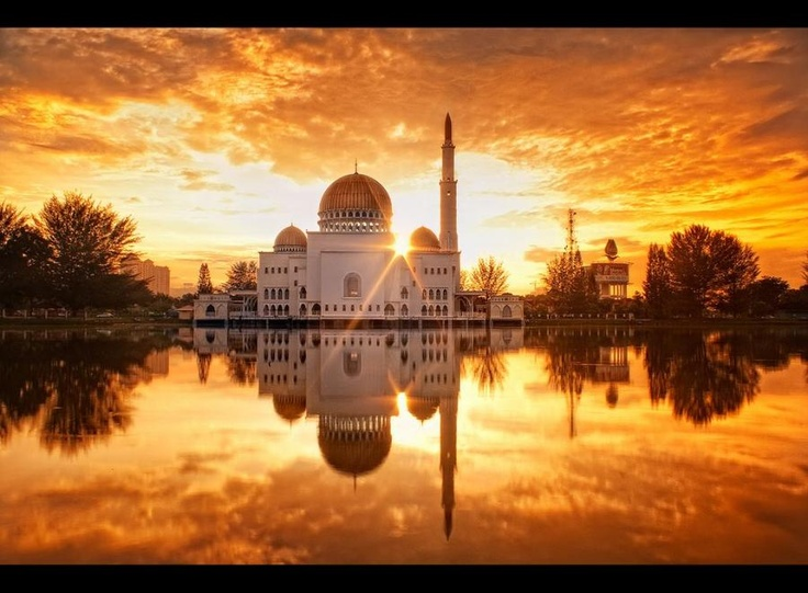 A golden sunrise (As-Salam (floating) mosque, Puchong, Selangor, Malaysia) by ishafizan @ flickr