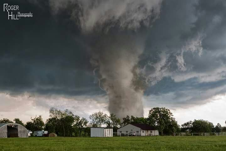 stunning still photos of the Wynnewood, OK #tornado from Monday by Silver Lining Tours (Storm Chasing Tours)