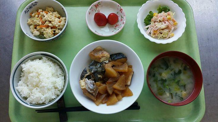 4月29日。ぶり大根、炒り豆腐、キャベツごまマヨネーズ、小松菜味噌汁、イチゴでした!炒り豆腐が特に美味しかったです!650カロリーです