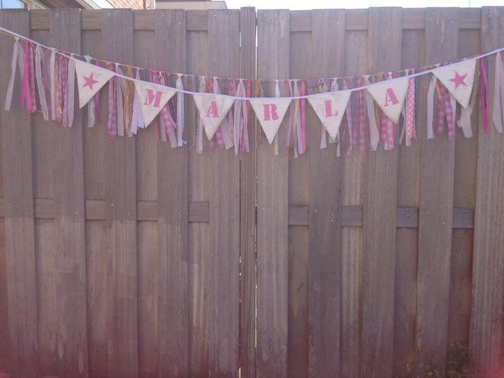 Naam-vlaggenlijn als kraamkado, hier gecombineerd met een slingerlijn. Made-by hipdushebben.