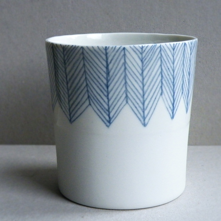 loving the herringbone pattern on this porcelaine bisque pot. Made by Atelier Halo.