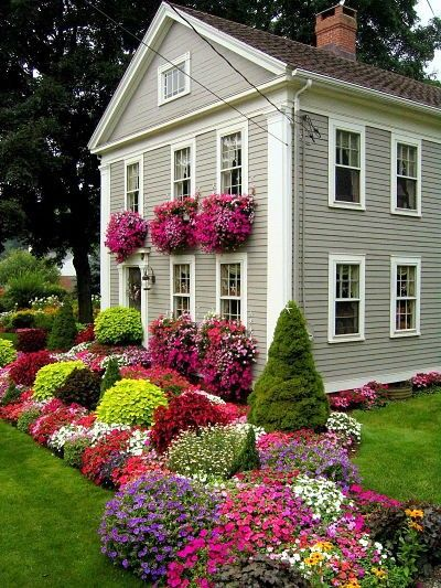 Love all the color!..my kind of house and garden =, so me
