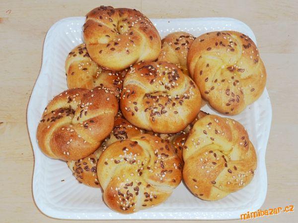 1. den - ráno: rozkvasit kvásek<br>Smíchat 1 lžíci kvásku + vlažnou vodu + hladkou pšeničnou mouku a...