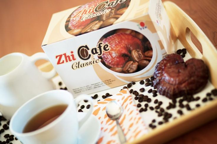 A ZhiCafe Classic Ganoderma kivonatból és tökéletesen pörkölt kávébabból készült. Ez a kellemesen lágy ízű, élvezetesen telt aromájú ital kiváló választás lehet a reggeli első csésze kávéhoz. A frissen pörkölt kávé íze és aromája teljes mértékben el fogja bűvölni. Kiváló választás lehet, ha egy kellemesen lágy ízű filteres kávéra vágyik! http://marticafe.dxn.hu/termekek