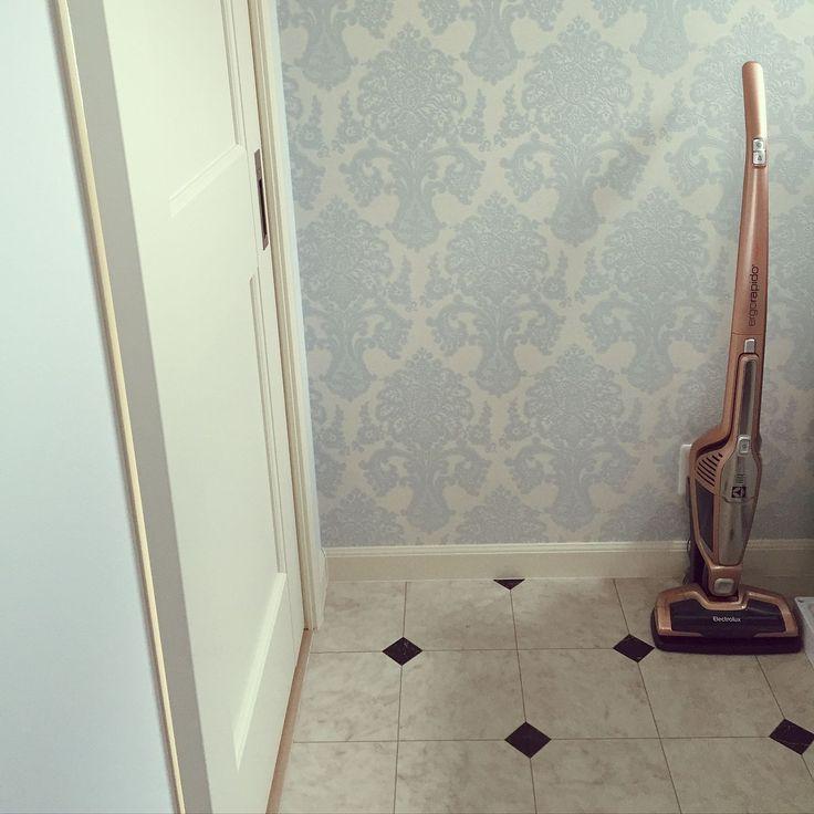 Bathroom×水色の壁紙のインテリア実例 | RoomClip (ルームクリップ) Bathroom/床/洗面所/モダン/クッションフロア/水色/壁紙/
