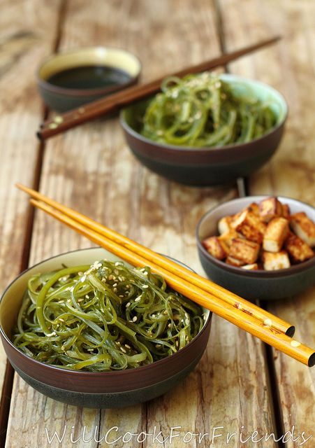 Just a few health benefits of seaweed salad:burns fat, boots immune system, aids in digestion, & reduces chronic disease risk #seaweed #seaweedsalad #tasty #healthy #food #japanese #green #yummy