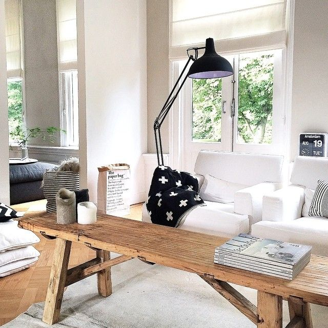 Scandinavian design for a room that gets a lot of light! Minimalist and warm home decor