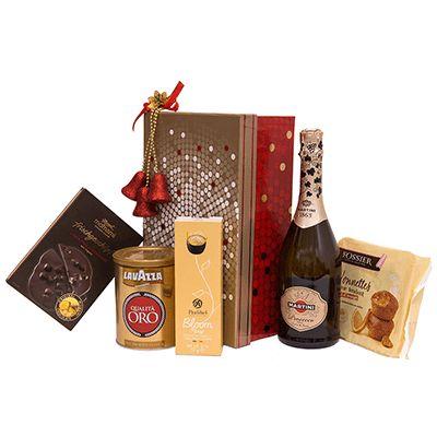 Cadou pentru Craciun A29. #Cadou pentru #Craciun include #Prosecco Martini, cupe din ciocolată belgiană premium Pralibel, #cafea 100% Premium Arabica Qualita Oro Lavazza, #briose cu dulceață Nonnettes Fossier Franța, #ciocolata neagră Scooped Momami. Produsele sunt ambalate intr-o cutie cu capac pentru cadouri Bonnes Fetes, ceea ce face ca totul sa fie un dar deosebit pentru sarbatorile de iarna.