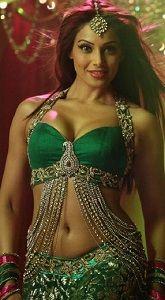 Bipasha's Sizzling Look In 'Piya Ke Bazaar' Song From Humshakals