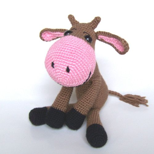 Vanda crocheted cow