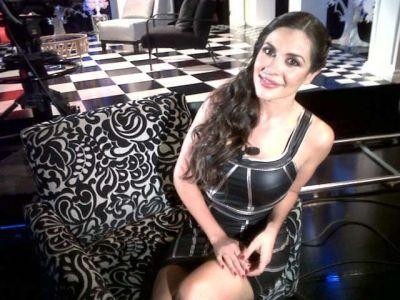Video Entrevista de Carlos Puig a la edecán del IFE Julia Orayen.