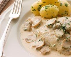 Poisson blanc aux champignons à la crème (facile, rapide) - Une recette CuisineAZ