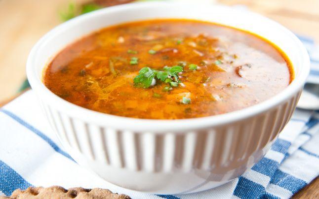 Secretul ciorbei de cartofi. Cum faci cea mai bună mâncare cu ardei iute şi smântână, ingrediente cheie