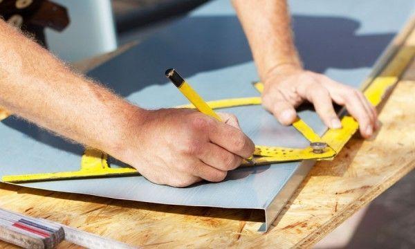 Voici comment calculer la superficie de votre toit, que ce soit en montant sur…