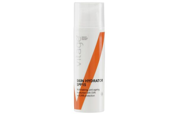 The Vitage Age Defence Skin Hydrator SPF15 does everything: it protects, hydrates and repairs. Perfect for busy mornings!