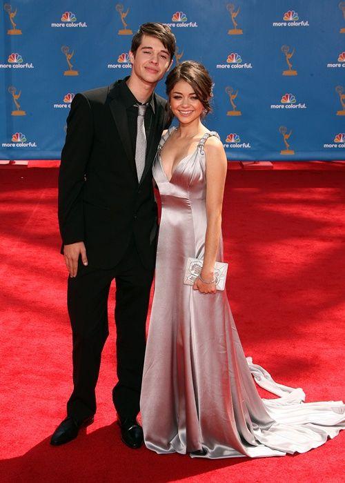 sarah hyland and matt prokop set of modern family | Lara's (Wannabe) Celebrity Watch: Modern Family's Sarah Hyland talks ...