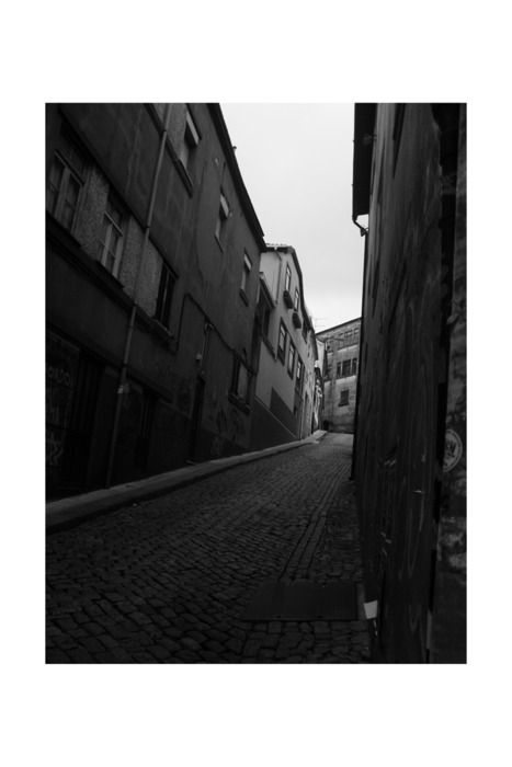 Photography series - narrow streets by Carla Teske (Porto, Portugal 2009)
