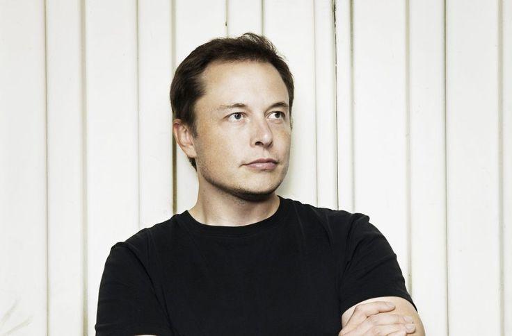 Tras llevar los autos eléctricos a las masas y de enviar personas a Marte, el siguiente objetivo de Elon Musk es diseñar un robot que realicetus tareas domésticas.