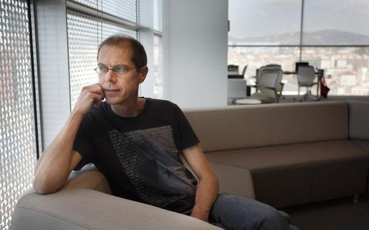 """Tu vaquero lleva oculto un consumo de 10.000 litros de agua"". Entrevista a Arjen Hoesktra, creador del concepto de huella hídrica."