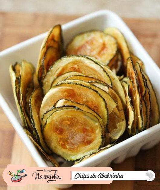 Chips de Abobrinha Ingredientes: 3 abobrinhas; Sal a gosto; Folhas de papel assa…