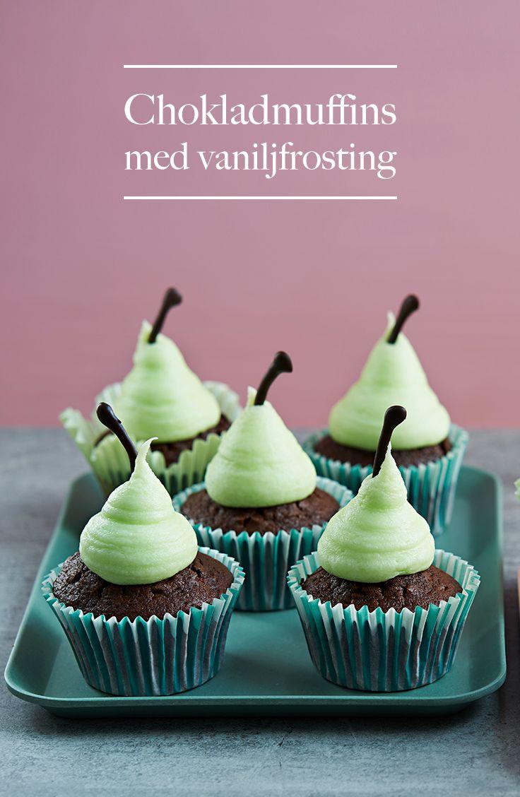 Fika! Finns det något svenskare eller godare? Så gör dagens fikastund till dagens bästa stund – med härligt kvargfluffiga chokladmuffins formade som päron. Hoppas det smakar!