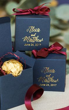 2016 Fall Wedding Lookbook | Love the combination of Navy and Marsala for these simple yet elegant looking favors