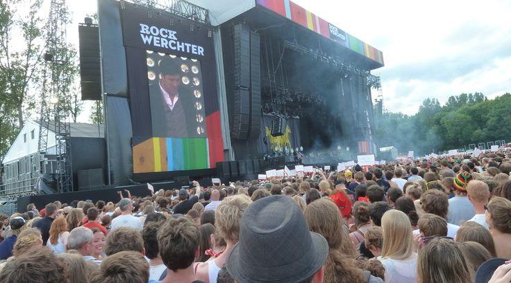 """""""Waarom je geld elke keer uitgeven aan 1 concert waar je slechts 1 artiest te zien krijgt... Spaar iets langer door en ga naar één van de leukste en gezelligste festivals van België. Trommel een groep vrienden op en bekijk de line-up van Rock Werchter, wedden dat je al gaat watertanden bij het zien van al die geweldige acts!"""" Lees en kijk verder op https://www.reiskrantreporter.nl/reports/2138-festival-rock-werchter"""
