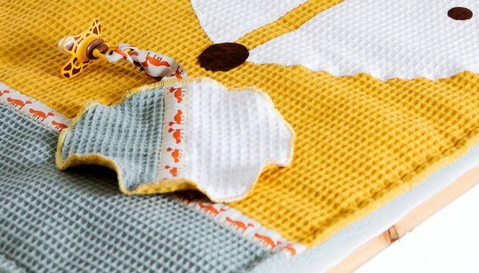 De vos leent zich met zijn prachtige amandelvormige ogen prima als decoratief item voor op de babykamer. Je maakt in een handomdraai een verschoonmatje, speendoekje en luiermandje van deze mooierd. Speendoekje Wat heb je nodig? Dit zijn de benodigdheden voor zowel het verschoonmatje, het speendoekjes als het luiermandje dat je inKNIPPIE 4 – 2017vindt. 50...