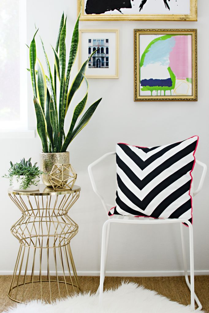 DIY Black and White Chevron Pillow using striped fabric