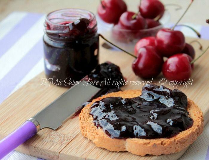 Marmellata di ciliegie confettura golosa.Tempo di ciliegie,sono rosse e mature ed è il momento giusto per la confettura di ciliege e per una tisana drenante
