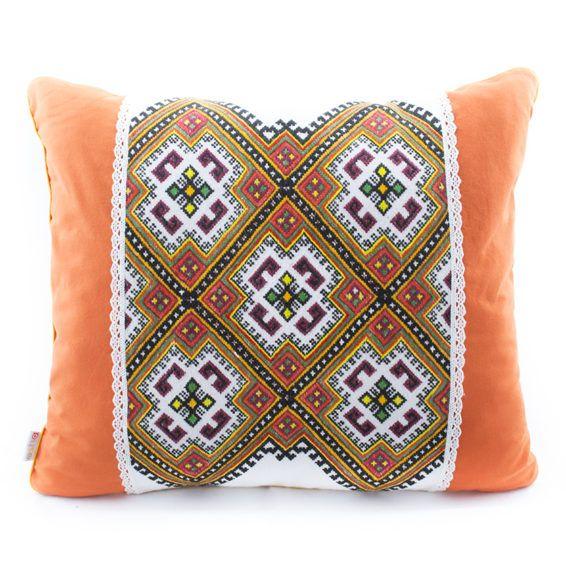 Подушка «Украинские традиции», 45х50 Эти подушки ручной работы от Osha, будут прекрасным подарком для любителей вещей с историей. Размер: 45х50 см. #cushion #pillow #hand-knitted #hand-made #openwork #decor #ukraine #madeinukraine #embroidery #cotton #linen #authentic