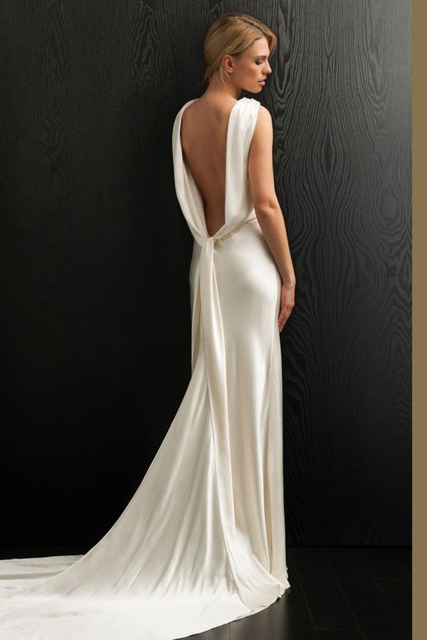 Amanda Wakeley #wedding dress with a modern interpretation of the 1940s slinky silhouettes and in vogue fabrics.
