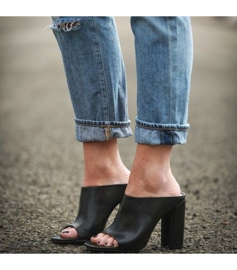 how to wear closed toe mules