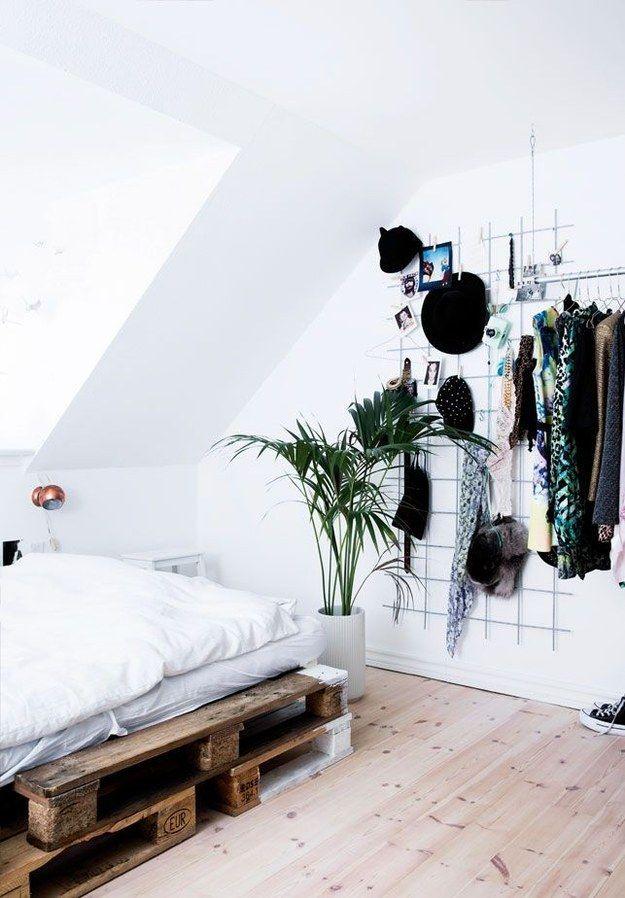 Você pode usar um grade para pendurar todas aquelas coisas que você não sabe onde guardar. | 16 jeitos matadores de transformar seu quarto no melhor lugar do mundo