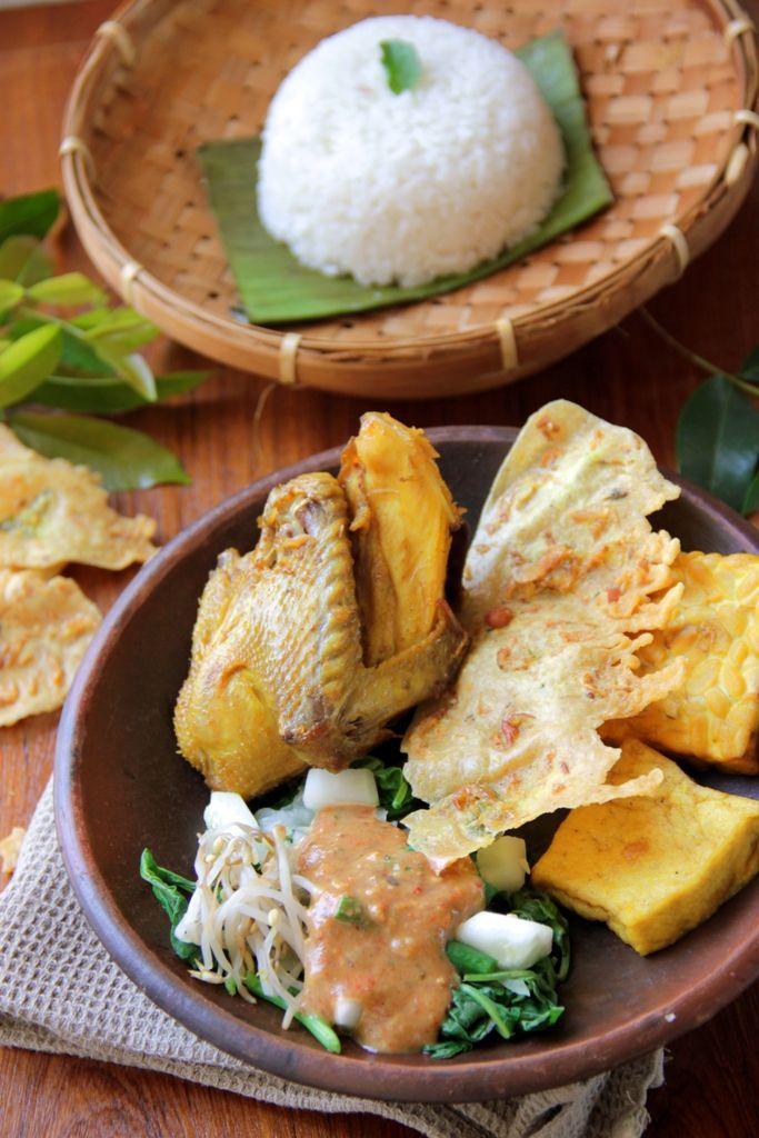 Nasi Pecel Iwak Ayam (Indonesian Salad with Peanut Sauce)