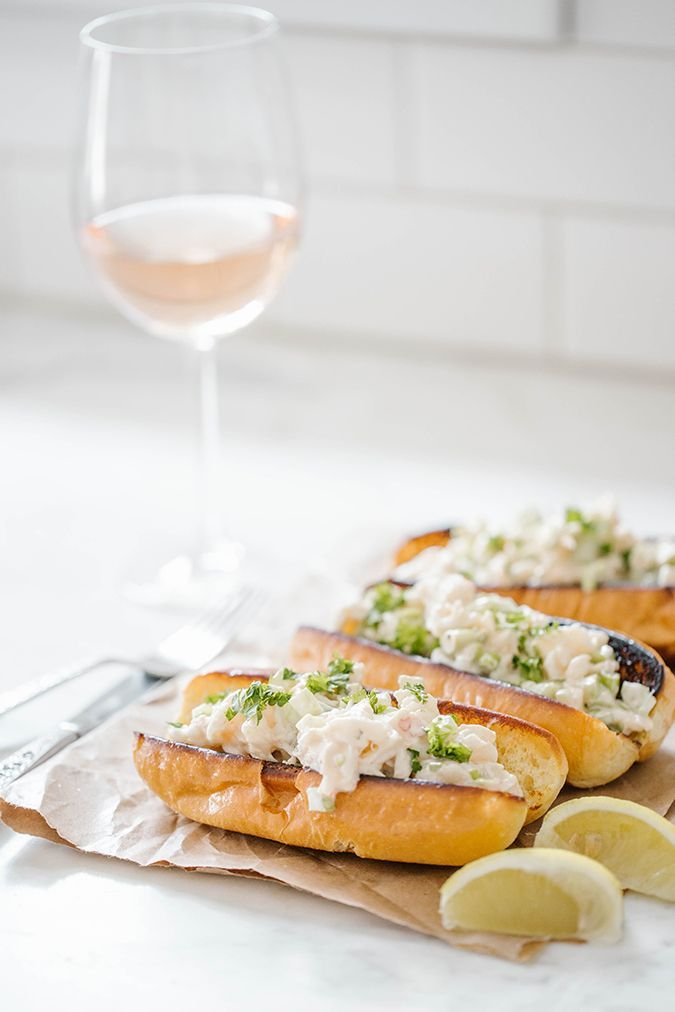 Homemade spicy lobster rolls //