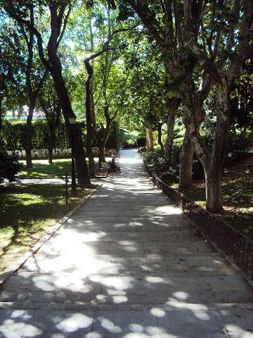 Jardines de Doña Concha Piquer en Madrid: Un pequeño parque frente a la Glorieta de Pirámides