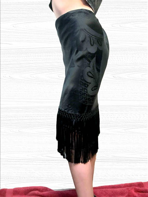 An exquisite pencil skirt from Ralph Laurens highest quality collection, the luxurious Black Label. The high waist and two tiers of fringe around the bottom hem create a sexy and sophisticated hourglass shape. It is fully lined and has a beautiful satin shimmer adding atypical radiance to a black skirt. An absolutely gorgeous high end garment in excellent condition. Size 4.  DETAILS! Designer: Ralph Lauren Era: 1990s Size: 4    MEASUREMENTS! Coming soon. Need them asap? Just ask