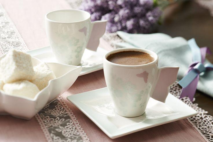 Yemeğin üzerine Butterfly fincanları ile servis edilen köpüklü bir kahveye kim hayır diyebilir?