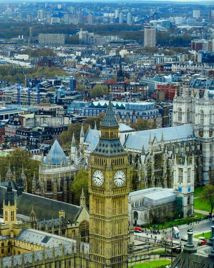The Big Ben and the rest of London city view from the London Eye. Read what to do in London during one week! #London #BigBen #travel #travelblog #traveladvice #traveltips