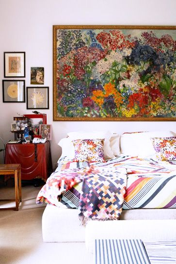 Who says you need a headboard! We've compiled 25 no-headboard design ideas to help you think outside the box and add some personal style to your bedroom.