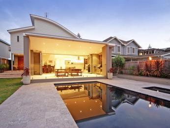 Geometric pool design using grass with retaining wall & decorative lighting - Pool photo 743020