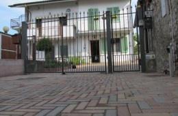 Vialetti.it  Pavimentazione esterni con pietra naturale e masselli autobloccanti