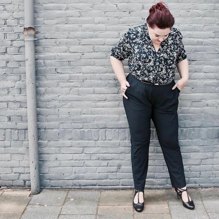 Nieuw artikel online -> Volgens de Engelse socioloog Catherine Hakim zouden vrouwen vaker het uiterlijk of wel 'het erotisch kapitaal' moeten inzetten tijdens hun carrière. Maar wat houdt dit precies in en waar ligt de grens? (Link in bio)