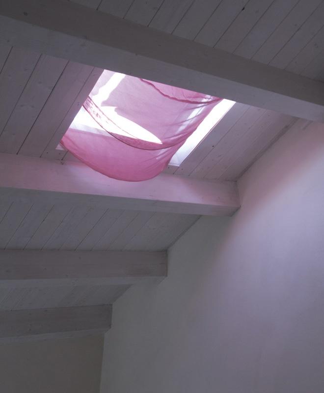 La zanzariera chic per finestre lucernario ad effetto tenda