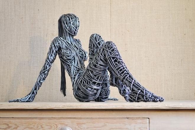 Estas esculturas realistas están hechas con una maraña de cables - Creators