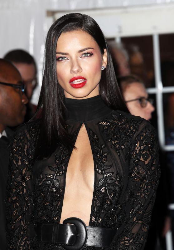 """Adriana Lima çağın hastalığı Aids'e dikkat çekmek için şok açıklama yaptı.""""Kondomsuz ilişki kurmam"""" sözleri üzerine Lima top model arkadaşları arasında korunmaya karşı olan arkadaşları olduğunu söyledi. Korunma isteğini genelde erkelerin bozduğunuda ayrıca not olarak ekledi."""